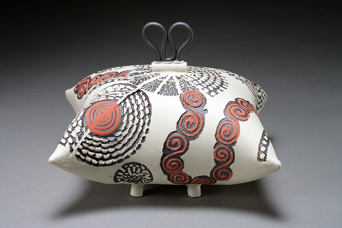 Pillow Box with Looped Lid by Darlene Davis - Click Image to Close